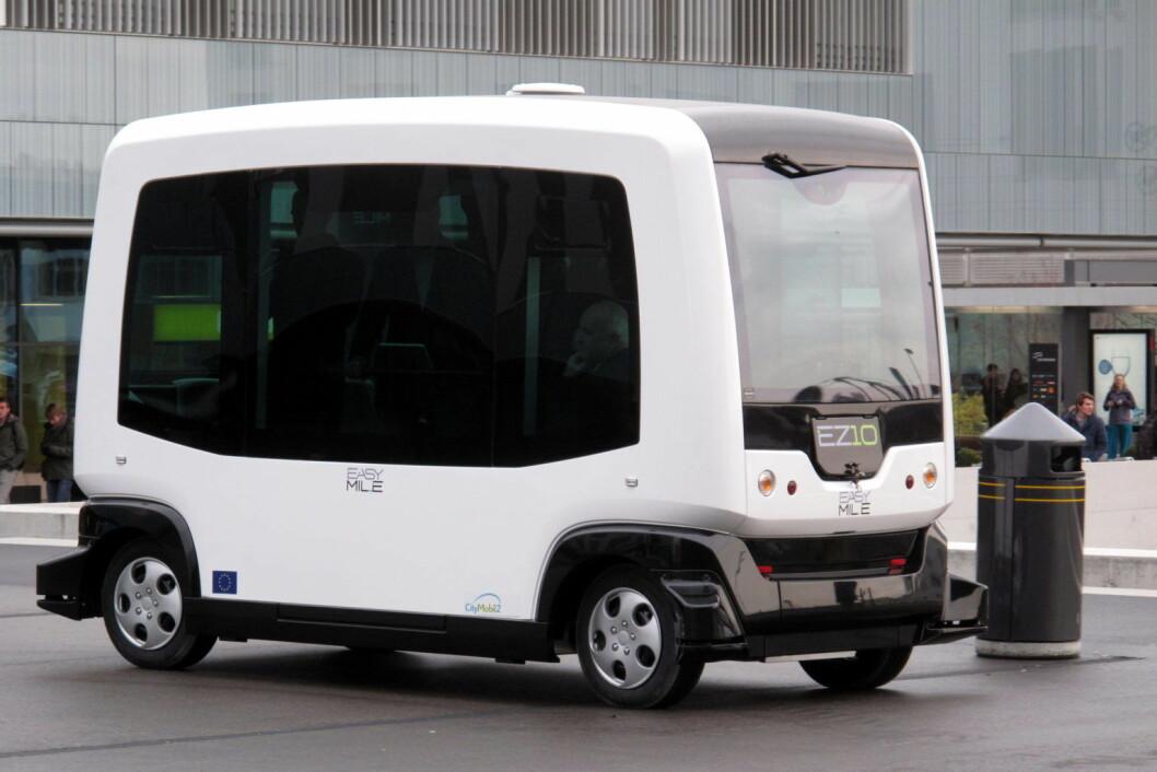 En EZ10 selvkjørende buss. Modellen ble testet i Oslo i 2016 og tidligere i år. Neste år skal den rulles ut til befolkningen, i første omgang som et pilotprosjekt i begrenset skala. Foto: Rama / CC BY-SA 2.0 fr