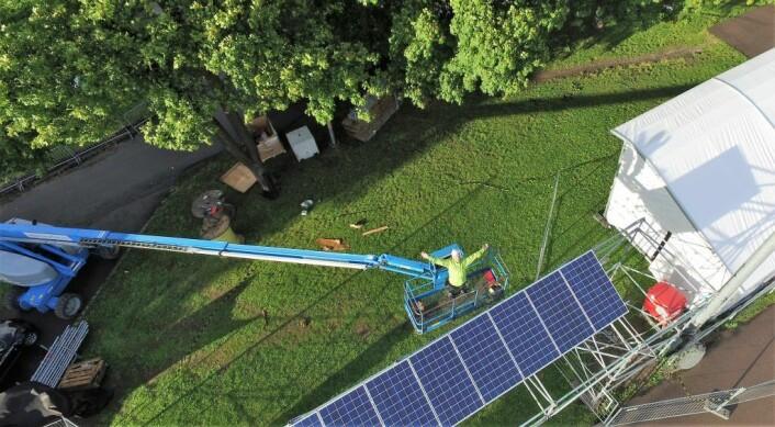 Her blir solceller montert i et fornybarprosjekt på Øyafestivalen i fjor, ved Caltexløkka. Foto: Hjellnes consult