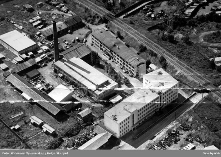 Slik så Levahn mekaniske verksted ut i 1950. Foto: Widerøes Flyveselskap/Helge Skappel/Oslo byarkiv