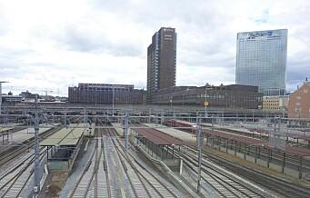 Skal du med tog til eller fra Oslo i helgen må du beregne god tid