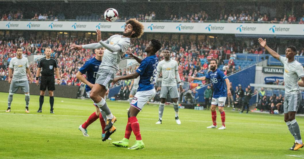 Fellaini tar imot et innlegg fra høyrekanten. Foto: Willy Larsen