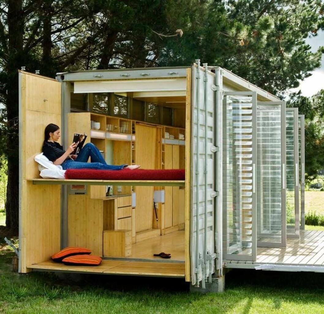 Dette er en mer forseggjort versjoen av det Hjellnes Consult skal bygge på festivalen. Festival-containeren vil være hvit, åpen i front og med solceller på taket. Foto: Hjellnes Consult
