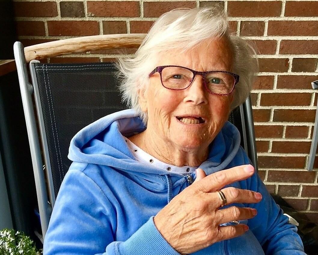 Det var en lang og kronglete prosess før døve Klara Gjøen endte opp der hun hørte hjemme. Foto: Privat