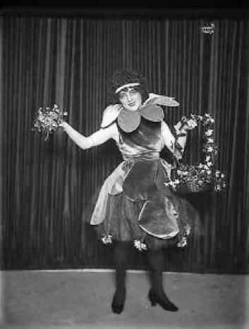 Lalla Carlsen (1889-1967) opptrer på Chat Noir i 1920. Foto: Anders Beer Wilse/Galleri NOR