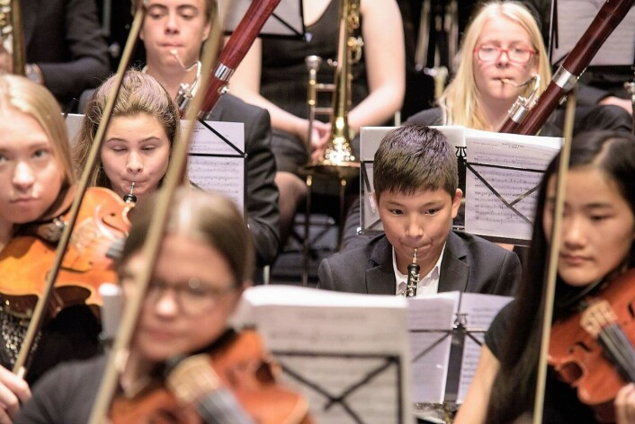 Norsk Ungdomssymfoniorkester spiller fiolinkonsert av Hjalmar Borgstrøm. Foto: Stian Green: