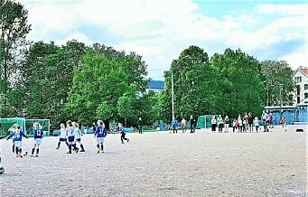 Klosterenga skulle være en åpen miljøpark. Nå vil kommunen gjøre om grusbanen til klubben Sterlings kunstgressbane