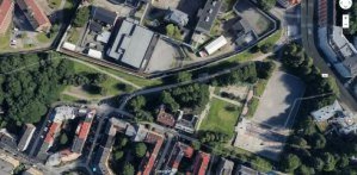 Grusbanen (til høyre på kartet) tar stor plass i parken. Satellittkart: Google Maps