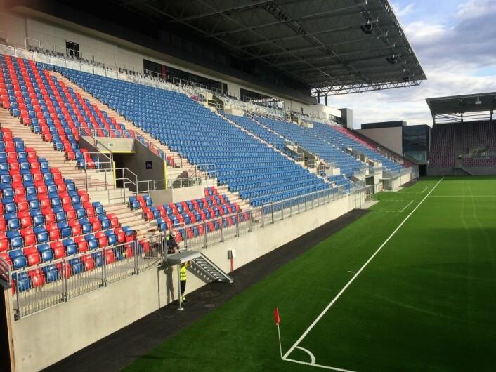 Vålerenga stadion står så å si ferdig. Elevene har flyttet inn, og om tre uker spilles første a-lagskamp der. Foto: Vegard Velle
