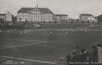 I dag er det 100 år siden den første fotballkampen ble spilt på Dælenenga