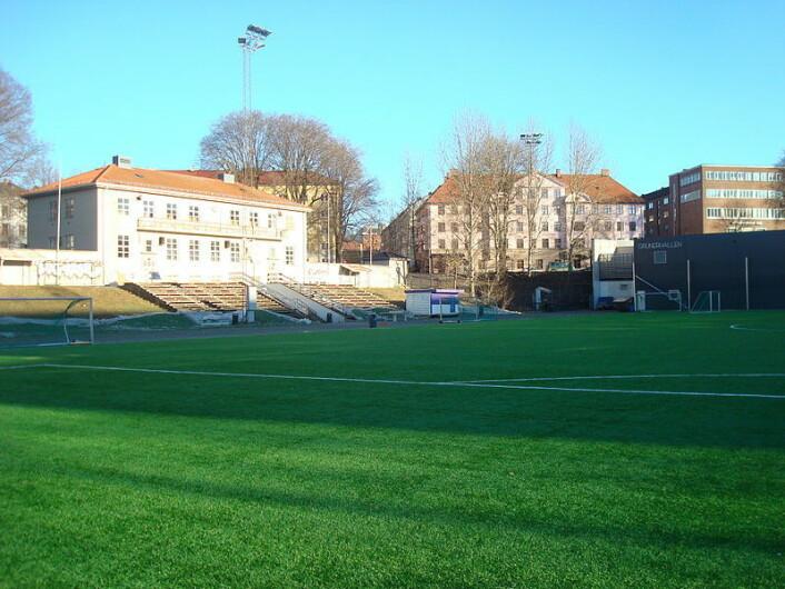 På Dælenenga spilles det fortsatt fotball, året rundt. Foto: Ole Anders Flatmo/Wikipedia