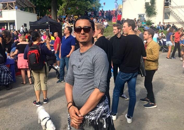 Karam Kifah Dhannoon Fathi har selv bodd på mottaket, og deltar for andre gang på festivalen. Foto: Live Drønen
