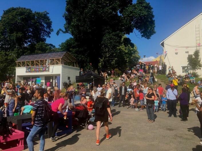 Godt oppmøte under lørdagens festival. Foto: Live Drønen