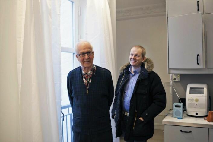 76 år gamle Gunnar Valde er dement og har vanskelig for å huske. Velferdsteknologien gjør det mulig for han å bo alene i egen leilighet. Foto: Kikkut kommunikasjon