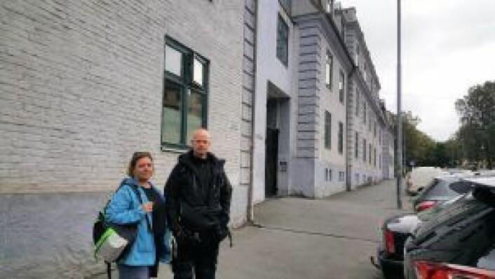 Janne Håkonsen og Henning Strøm utenfor kvartalet Krystallpalasset. Foto: Tarjei Kidd Olsen