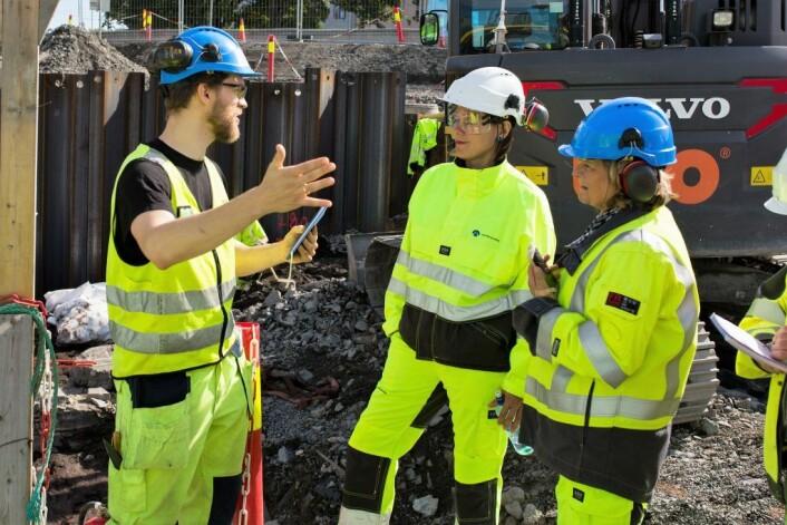 Prosjektleder Egil Lindhart Bauer, byråd for byutvikling, Hanna Marcussen, og Anne Olaisenfra kulturetaten. Foto Stig Helmer