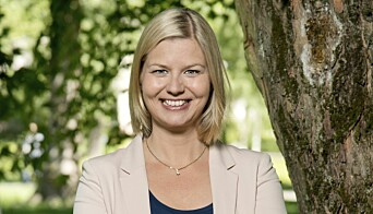 Guri Melby er stolt av å presentere regjeringens støtte til lokket over Majorstuen stasjon.