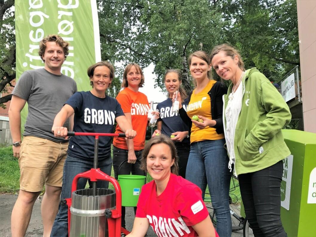 MDG Sagene viser frem utstyret du kan låne til å presse juice på Sagene frivillighetssentral. Foto: Adriana Calderon