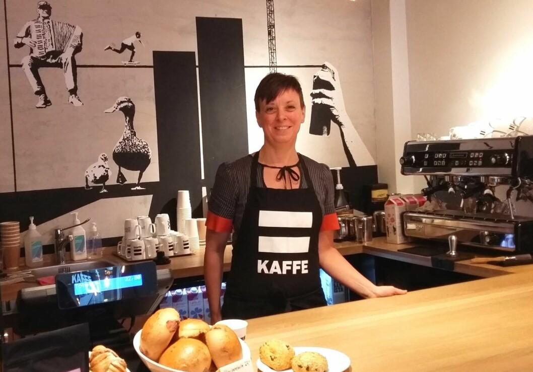 Gunvor Hægstad er miljøterapeut og barista på kaffebaren =Kaffe. Foto: Irina Tanase