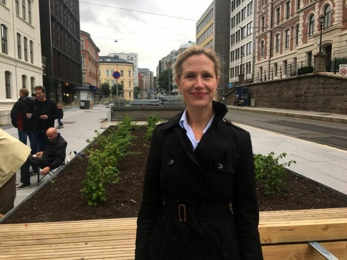 Julie Sjøwall Oftedal, arkitekt i A-lab, foran den tidligere nedkjøringsrampen. Foto: Live Drønen