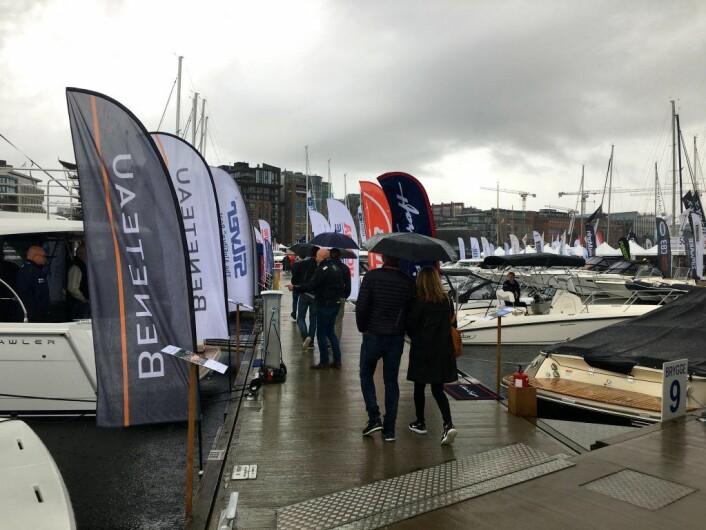Båter i sjøen lørdag på Aker Brygge. Foto: Live Drønen