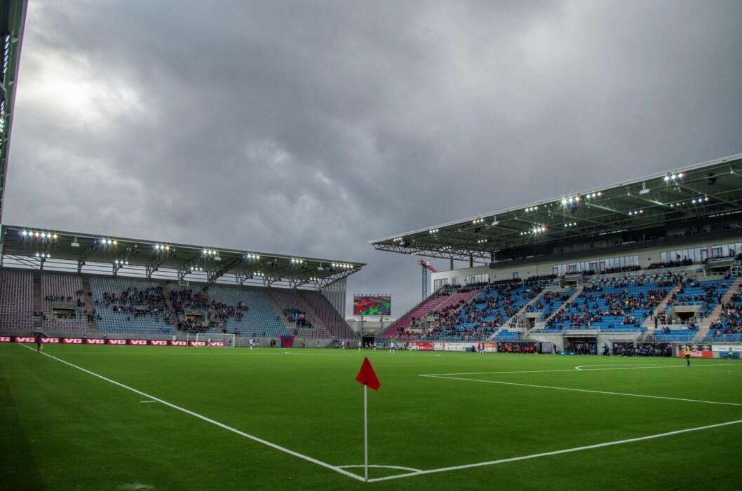 Nye Vålerenga stadion under åpningskampen mellom VIF damer og Kolbotn. Foto: Kyrre Songstad Seim