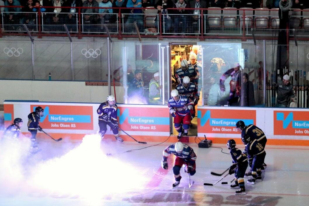 VIF hockey inntar banen, også på søndag. Foto: Atle Enersen