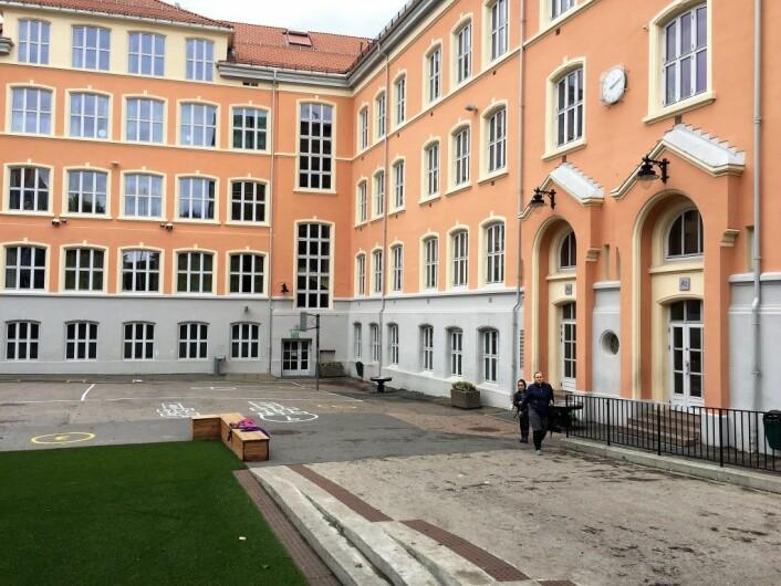 Fra skolegården til Tøyen skole. Over 90 prosent av elevene har minoritetsbakgrunn. Foto: Vegard Velle