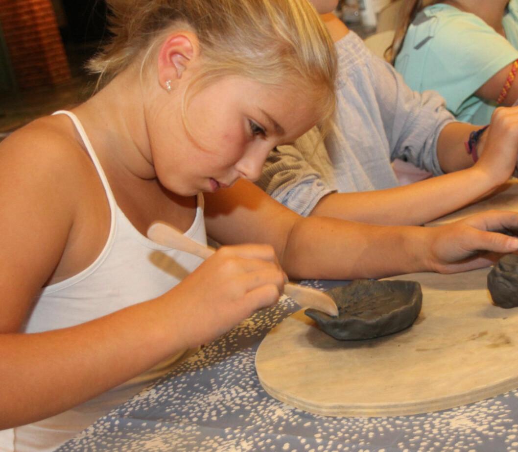 Bygdøy-barn med keramikk på Middelalder-dag. Foto: Hans Magnus Borge