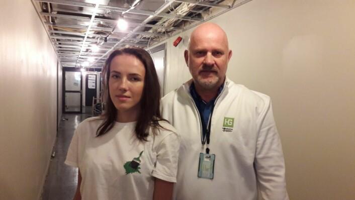 Ewelina Sekiw og Sjur B. Hansen på jobb i Klingenberggata. Foto: Anders Høilund