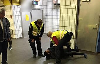 – Voldsnivået var så høyt at den anholdte, vaktmannskapene og vi som var tilfeldig forbipasserende kunne bli skadet