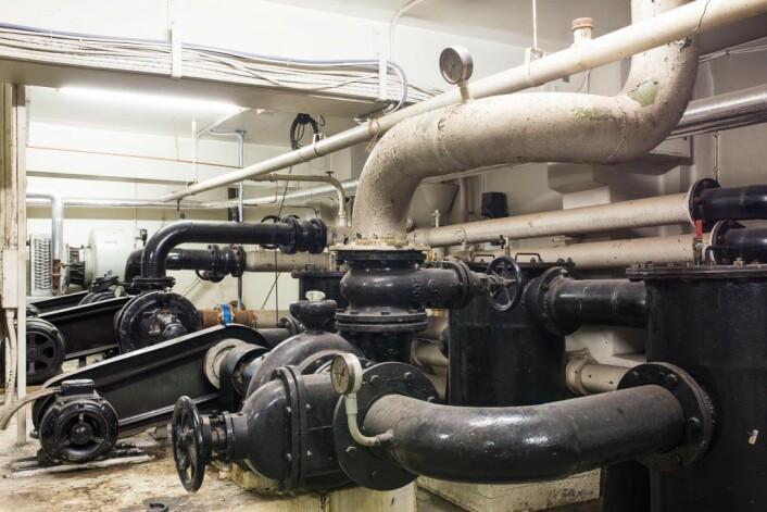 Det er mye rør i Rådhuset. Disse rørene tilhører varme og ventilasjonsanlegget. Foto: Stig Jensen