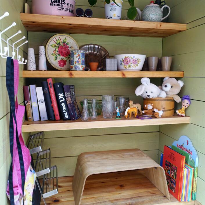 Ting som bøker, leketøy og annet som er i god stand skal plasseres fint som i en butikk i den lille boden. Foto: Jürgen Breiter