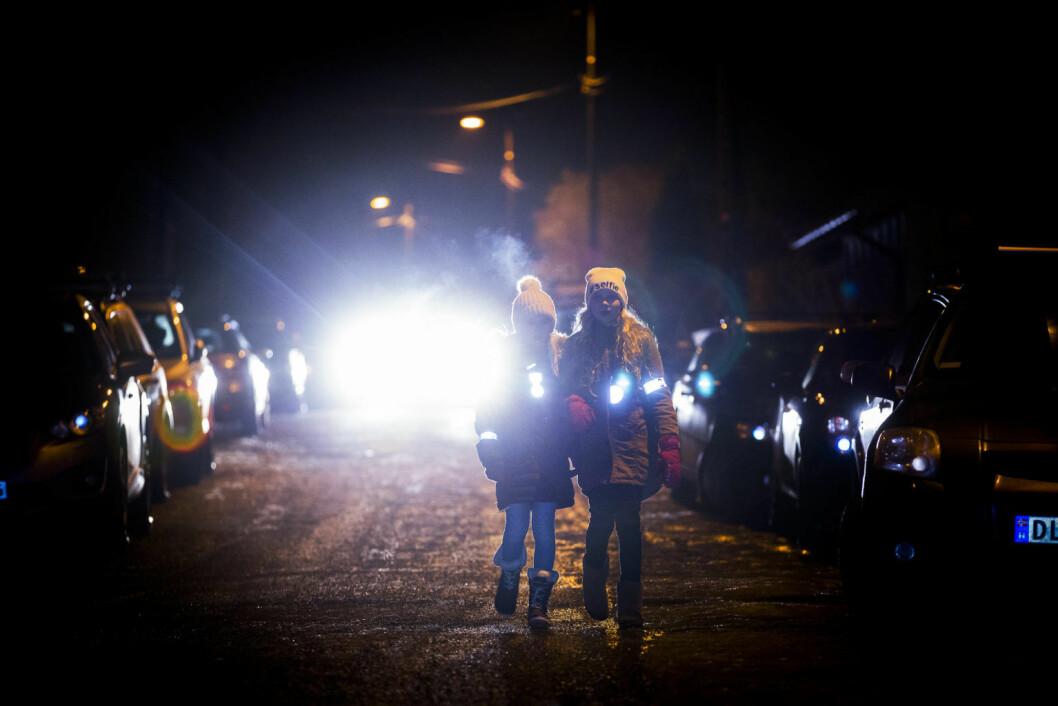 Uten refleks kan det være vanskelig for sjåføren å se deg i mørket. Foto: Morten Brakestad/ Trygg Trafikk
