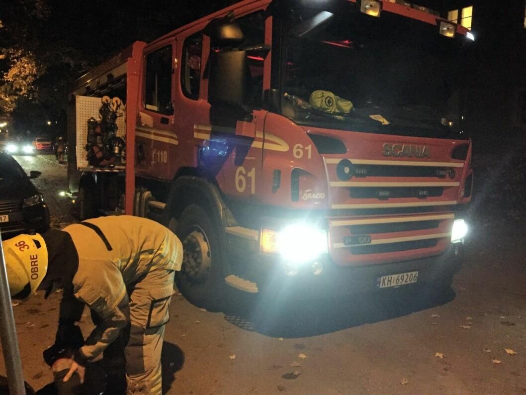 Brann ved Hasle skole. Her en av innsatsbilene: Foto: Vegard Velle