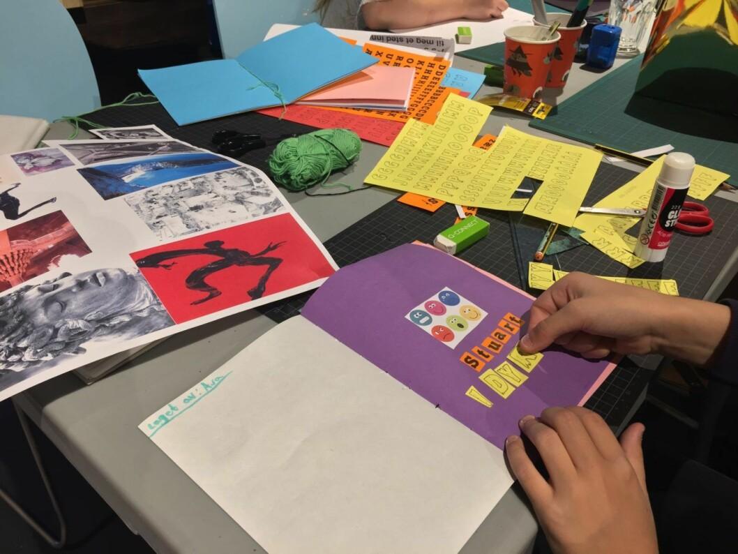Vi ble med på bok-workshop med unge kunstnerspirer og kunststudenter fra KHiO. Foto: Amalie Bjerkem