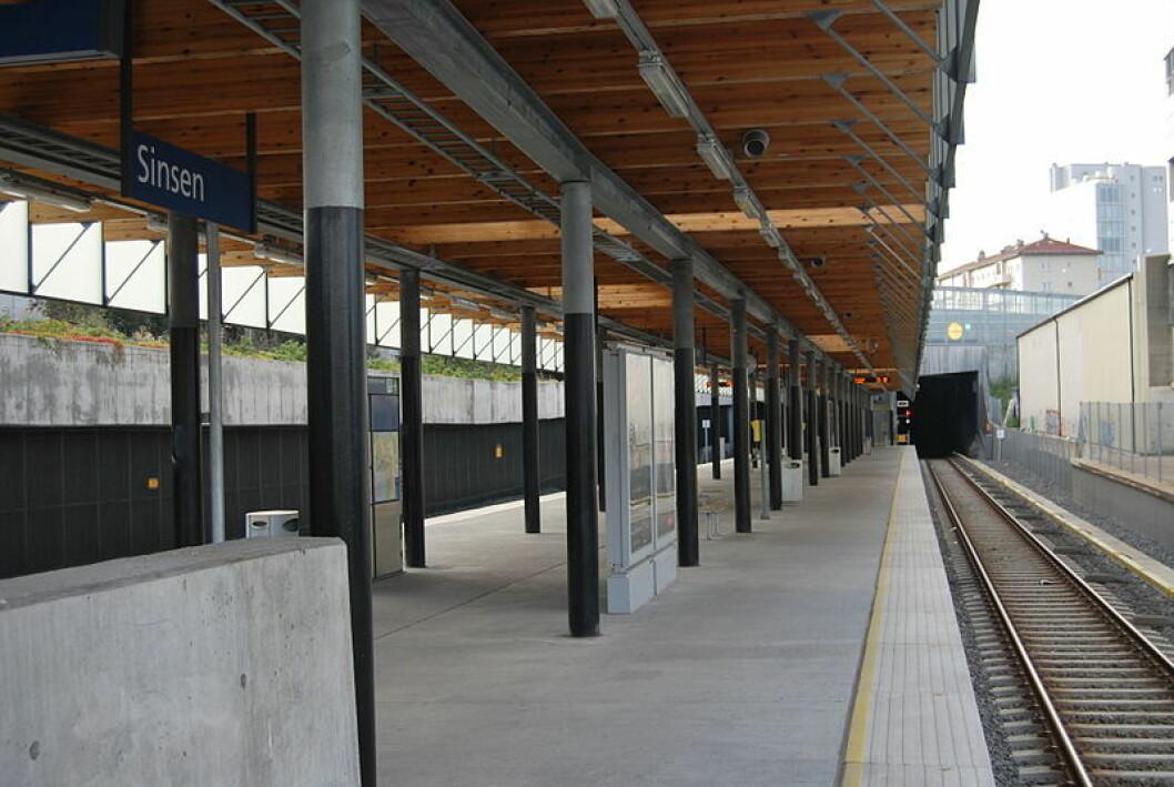 Tre brødre er siktet for grovt ran ved Sinsen stasjon. To av dem er også siktet for voldtekt. Foto: Maxxii, via Wikimedia Commons.