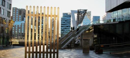 Kunstner setter opp gjerde mellom fattige og rike i Oslo