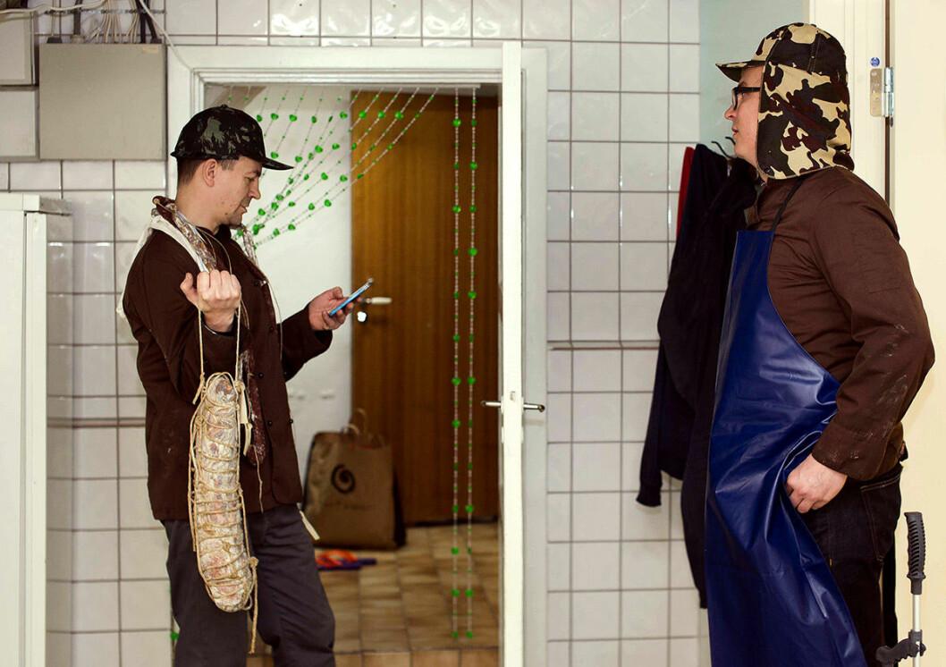 Timon Botez (t.v.) og Magnus Thorvik i produksjonslokalene i Storgata. Foto: Nadin Elisabeth Martinuzzi