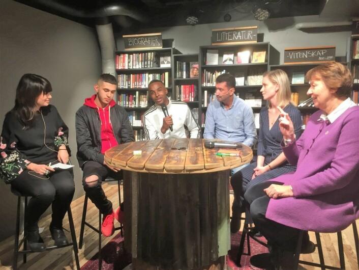 NRK brennpunkt satte sammen et panel for å diskutere Tøyenløftet. Hamsa i hvit jakke, Mohamed Fariss i blå skjorte. Foto: Vegard Velle