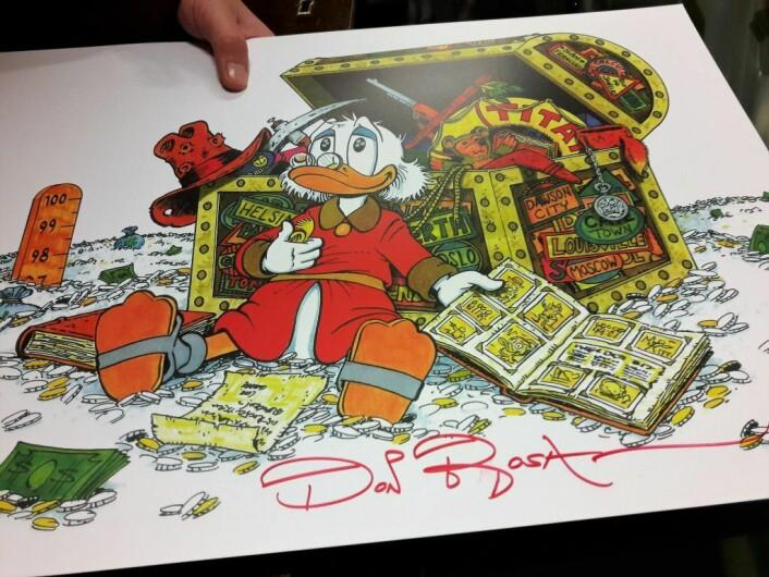 Don Rosa i rødt. Onkel Skrue er hans favorittfigur. Foto: Anders Høilund