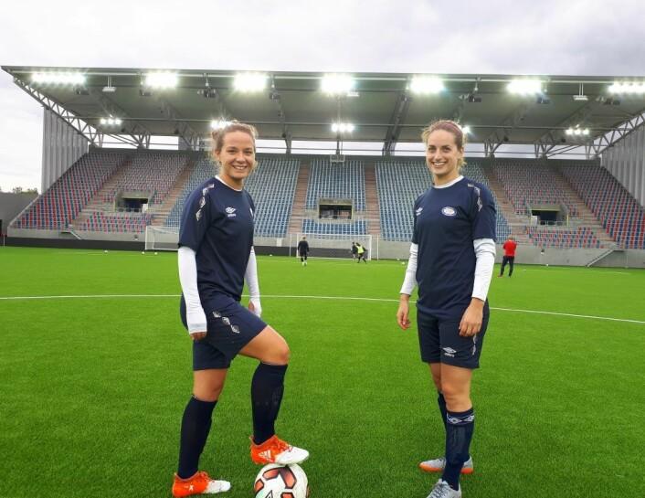 Maren Hauge og Ellen Wang er to av spillerne som håper å kunne løfte kongepokalen lørdag. Foto: Christian Boger