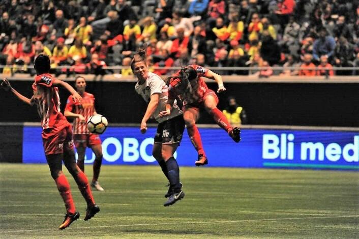 Vålerenga-jentene møtte et hardt og robust forsvar. Foto: Morten Lauveng Jørgensen