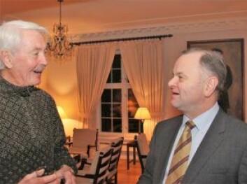 Odd Mikkelborg, fra LO i Oslo, og stortingspresident Olemic Thommessen (H). Foto: Hans Magnus Borge