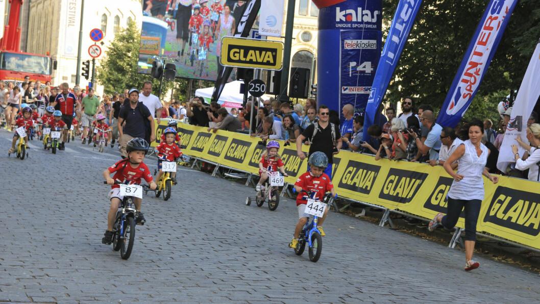 Fremtidens syklister i Oslo. Her under Oslo Grand Prix på Karl Johans gate. Foto: Aktiv I Oslo.no / Flickr