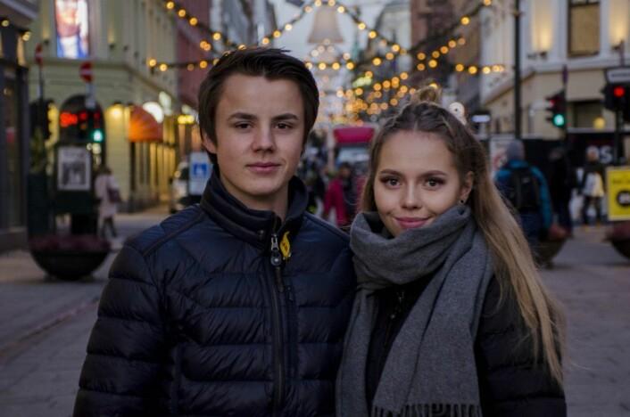 Erik og Siri er ute og kjøper julegaver. Foto: Morten Lauveng Jørgensen