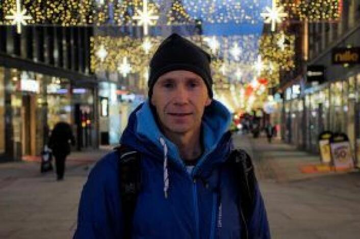 Anders Eid er ute før jobb på jakt etter PC og nye ski. Foto: Morten Lauveng Jørgensen