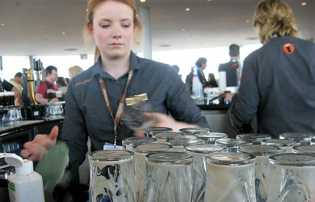 Mange ekstrahjelper på serveringssteder tør ikke si i fra om at de har blitt trakassert av gjester. Illustrasjonsfoto: Christian Lindqvist