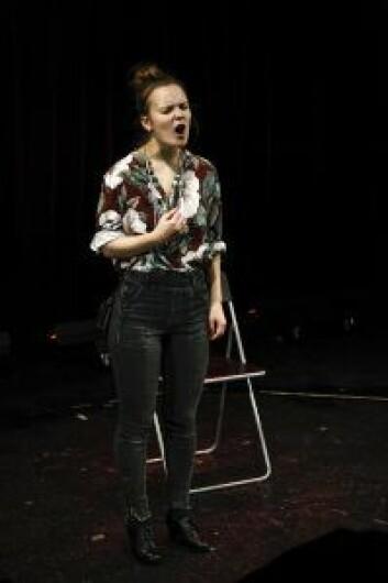 Skuespiller Sari Elena Dötterer i aksjon. Foto: Philippe Schneider