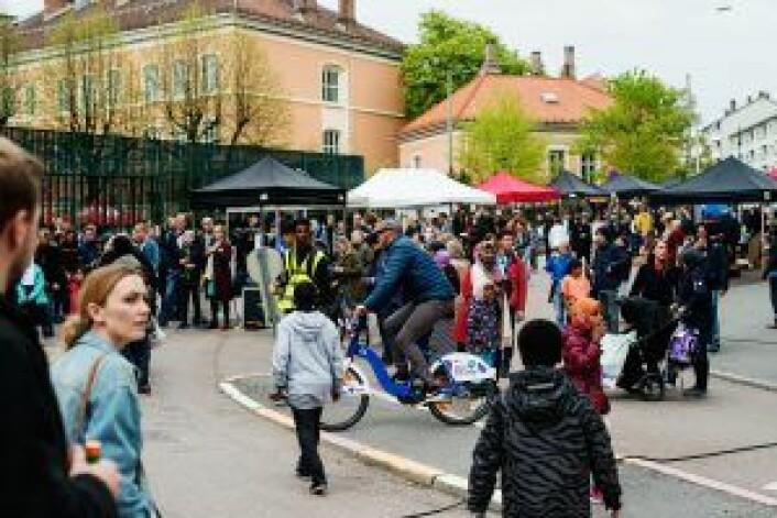 Boder under Tøyenfest i mai, som også er et prosjekt tilknyttet Tøyenløftet. Foto: Oda Berby