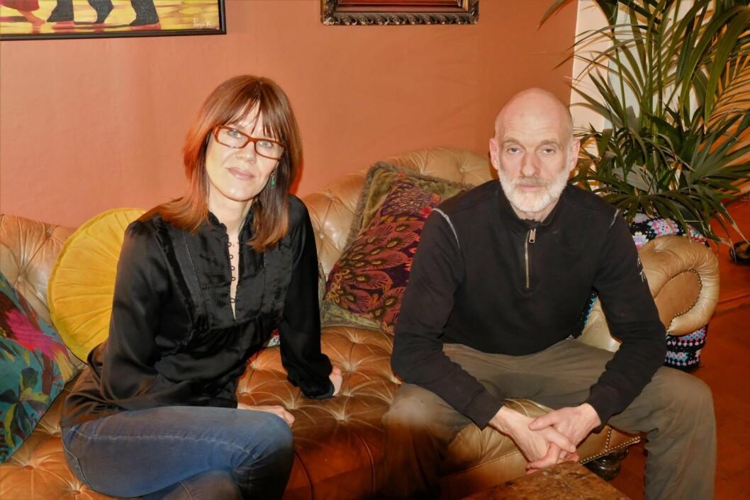 Trine-Lise Gjesdal og samboer Jan Ivar Kadal  mener kommunen driver utpressing mot beboerne i Von der Lipes gate. Foto: Christian Boger